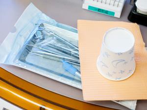 感染対策 院内感染を防ぐために、口すすぎ用の紙コップやエプロンなどは、可能な限りデ... ディス